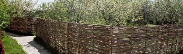 Ограждения для грядок своими руками — как сделать забор ...