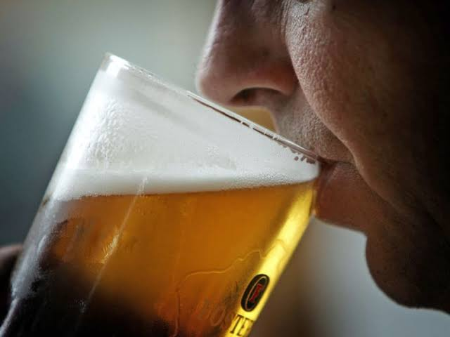 'शराब पीने से कोरोना वायरस नहीं होगा' WHO ने कहा गलत जानकारी