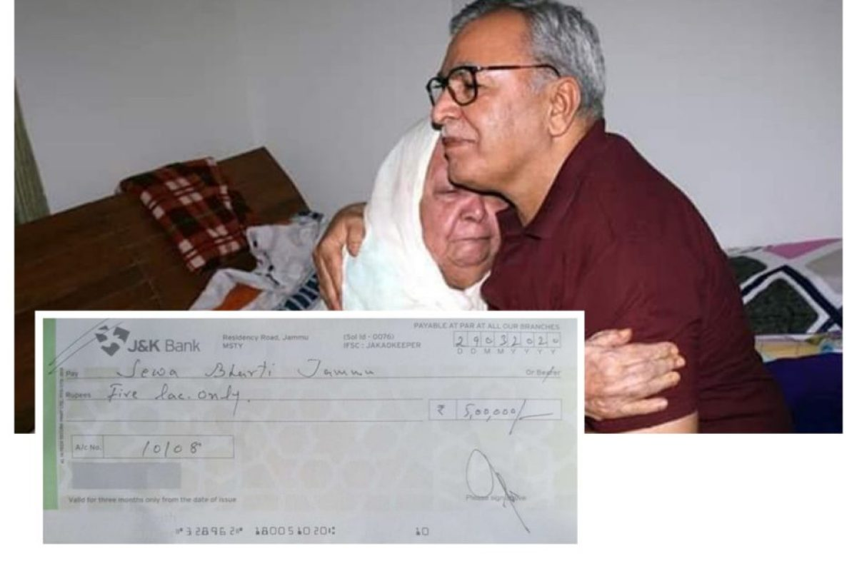 This Kashmiri women donate 5 Lacs to RSS for releif fund