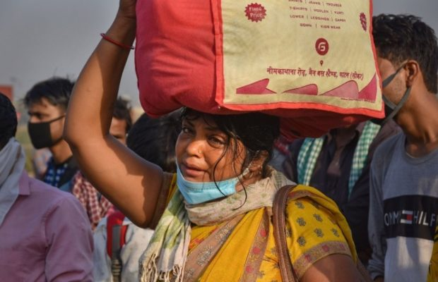 lockdown migrant woman sunita delhi up border weeps over husband in bihar