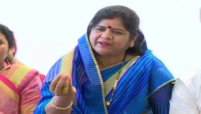 madhya-pradesh-by-elections-2020-dabra-imrati-devi-called-kamal-naths-mother-and-sister-an-item-viral-video-39421