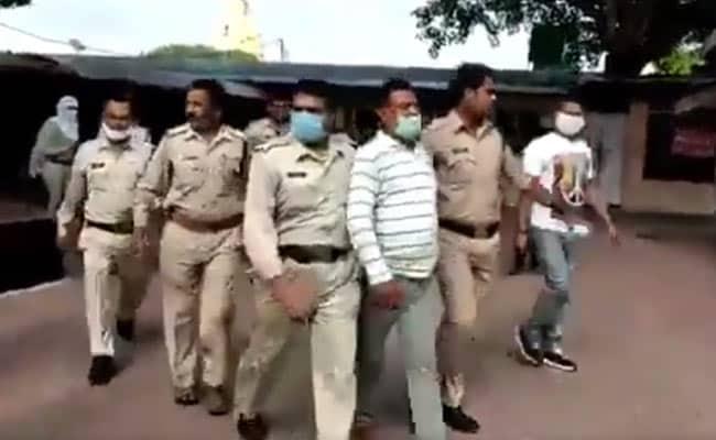 Vikas Dubey Arrested, ujjain police, Vikas Dubey, Ujjain, Madhya Pradesh, Uttar Pradesh, Cm yogi adityanath, UP Police,