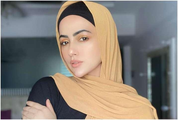 actress sana khan quits showbiz