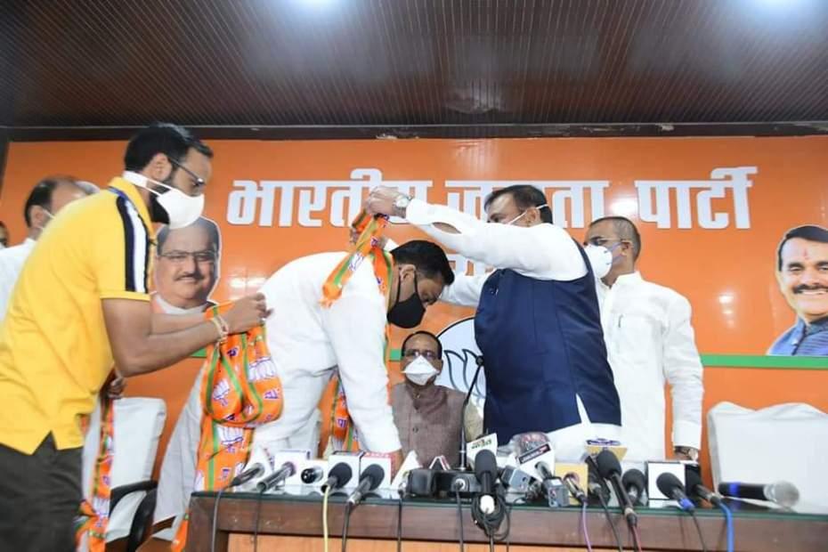 BREAKING NEWS: Damoh Congress MLA Rahul Lodhi joins BJP in bhopal