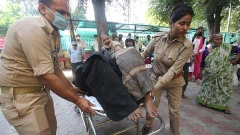 उत्तर प्रदेश :भाजपा कार्यालय के सामने महिला ने खुद को लगाई आग, हालत गंभीर..