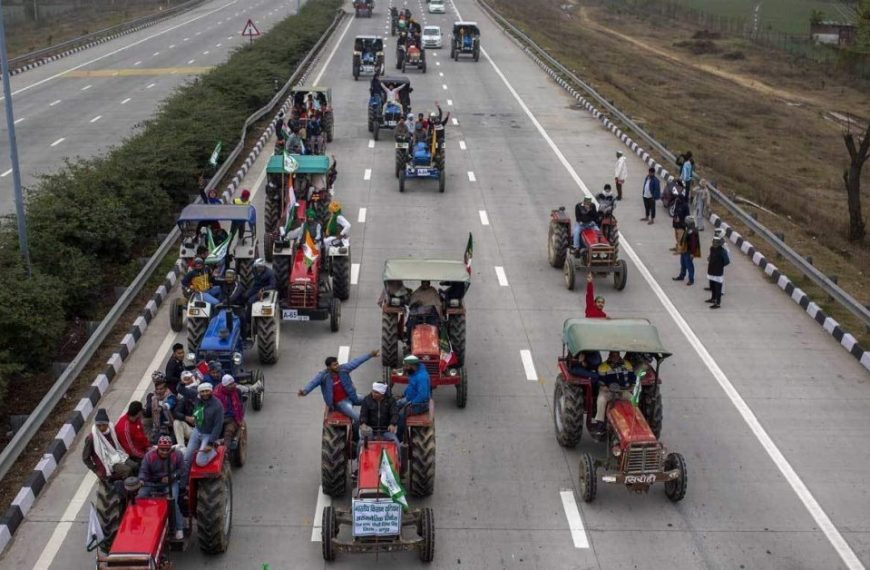 ट्रैक्टर परेड को मंज़ूरी, गणतंत्र दिवस पर एक तरफ जवान तो दूसरी तरफ होंगे किसान