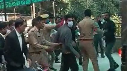 Kashmiri students attacked outside Agra Court for 'Pro Pak' Posts