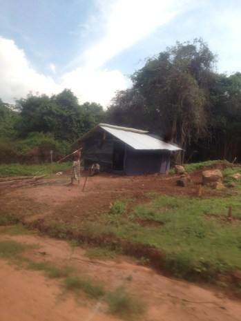 Vavuniya District (North) - Newly erected huts and cultivation activity in Bogaswewa 2, Vavuniya District