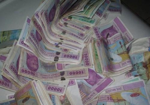 CHARGES D'INVESTISSEMENT ET CHEF DE DIVISION STRATEGIE POUR BANQUE AFRICAINE DE DEVELOPPEMENT AU SIEGE