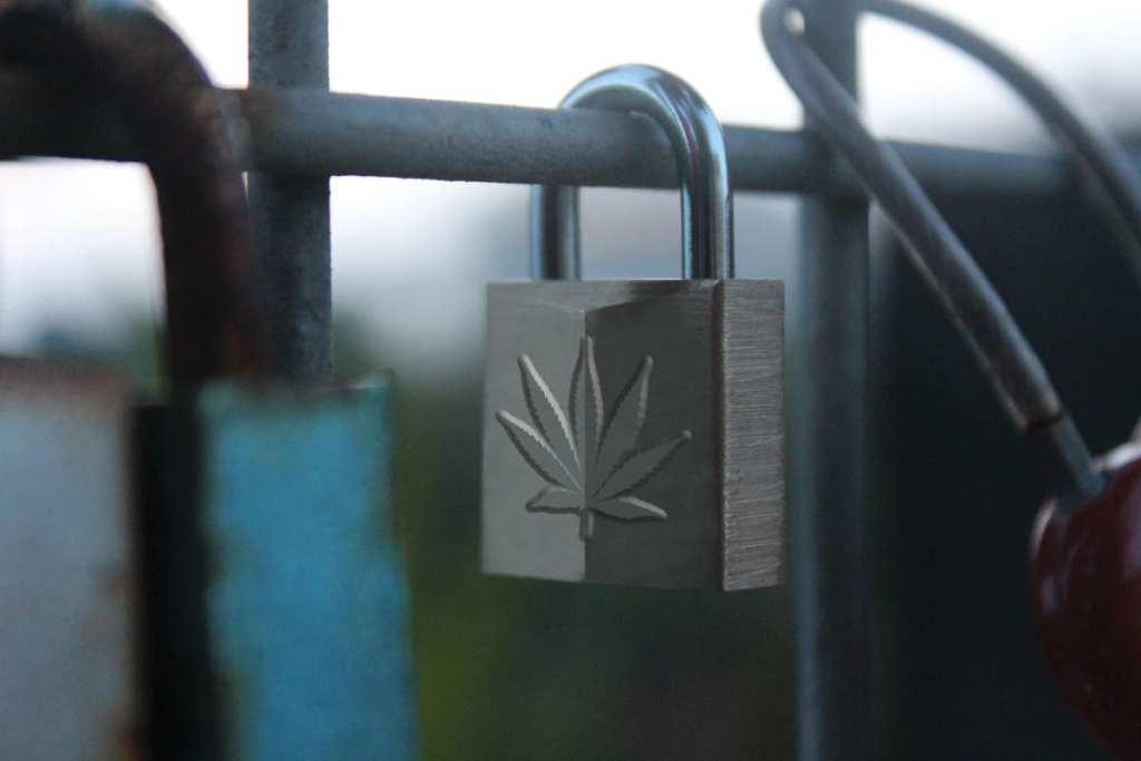 Cannabis Leaf Lock