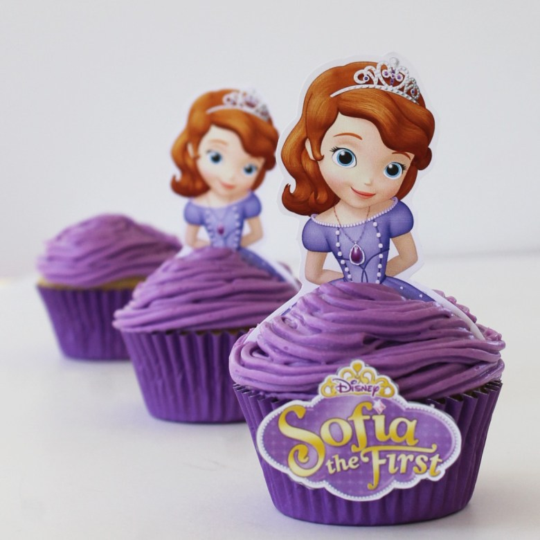 Disney Princess Sofia the First Cupcakes. Free printables. Printable cupcake liners and cupcake topers.