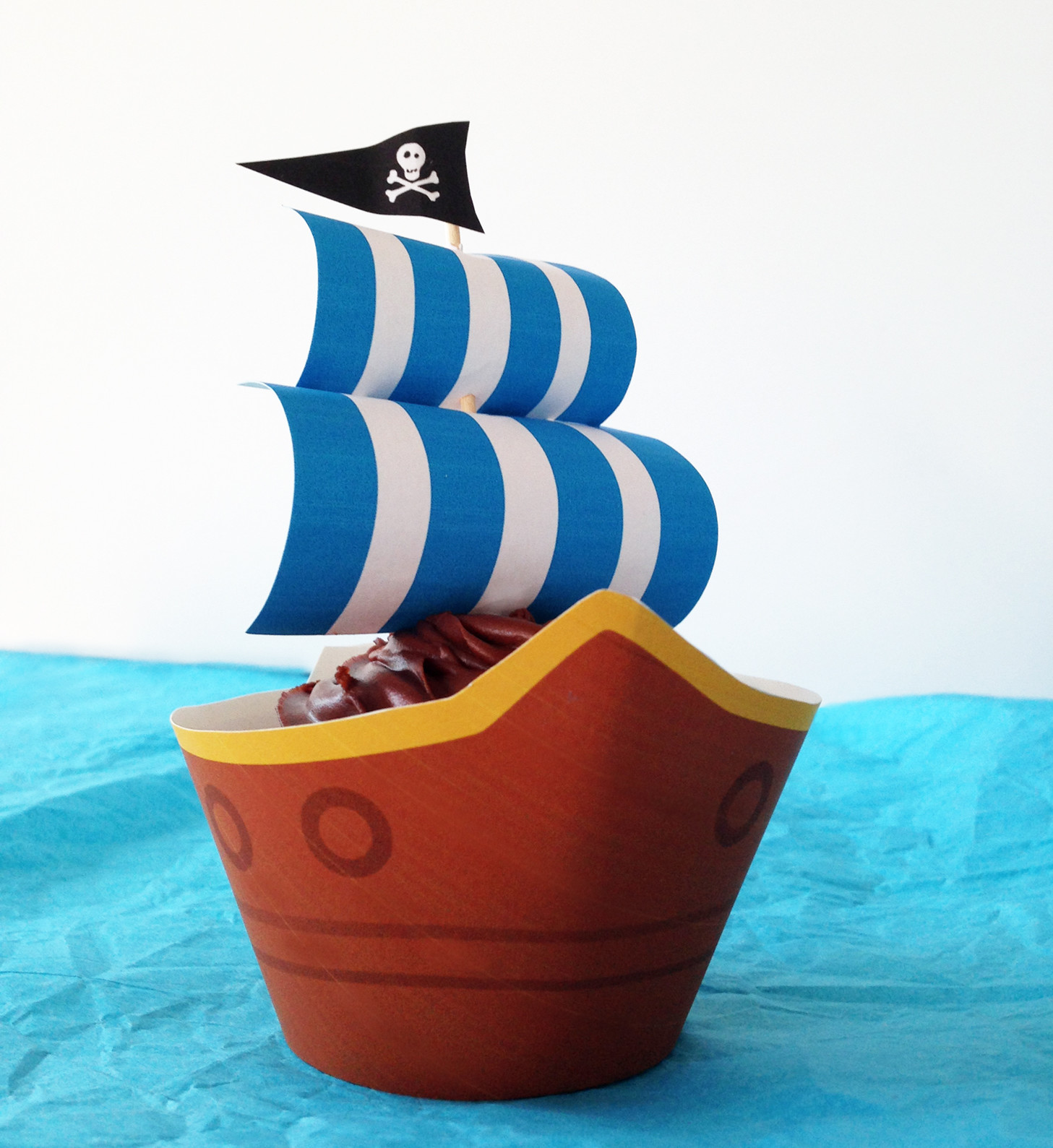 Swell Pirate Ship Party Cupcakes With Free Printables Funny Birthday Cards Online Elaedamsfinfo