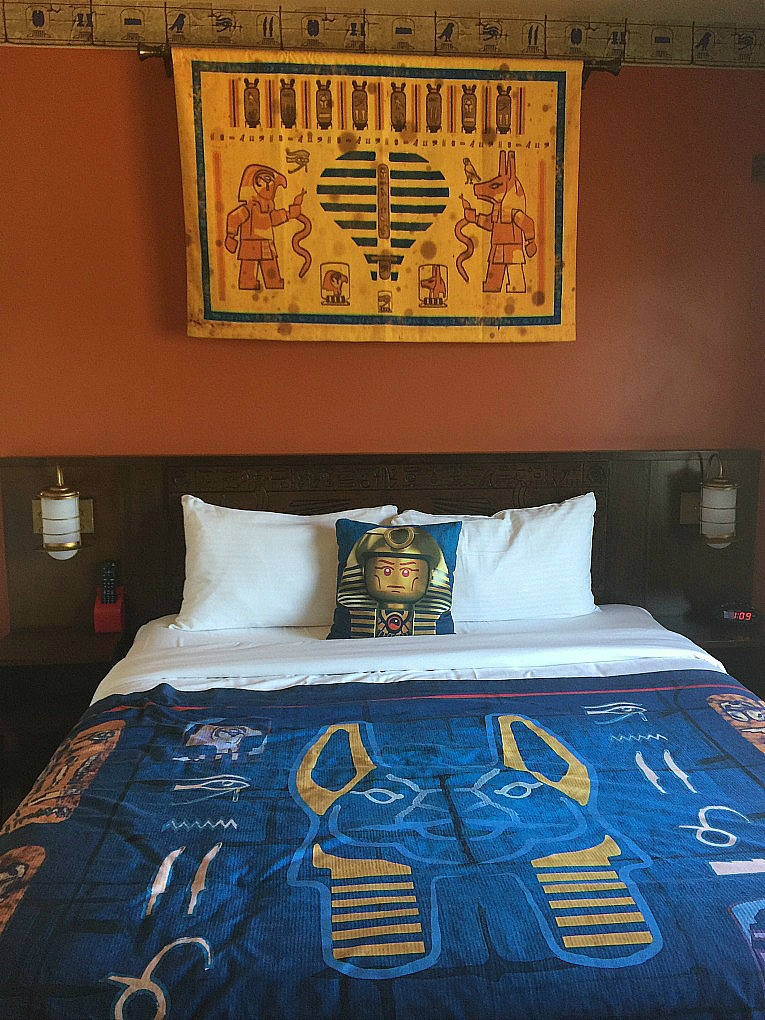 Legoland-Hotel-California-Cama-Egipto-Aventura