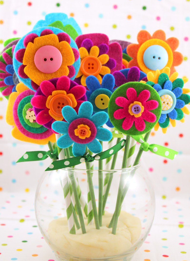 Felt Flower Bouquet and lots of other adorable and easy Mother's day craft for kids