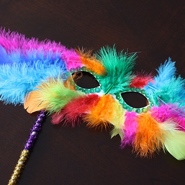 Feathery Masquerade Mask and other Carnaval crafts for kids