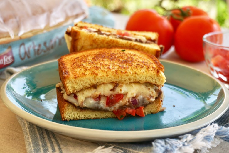 Mexican molletes sandwich