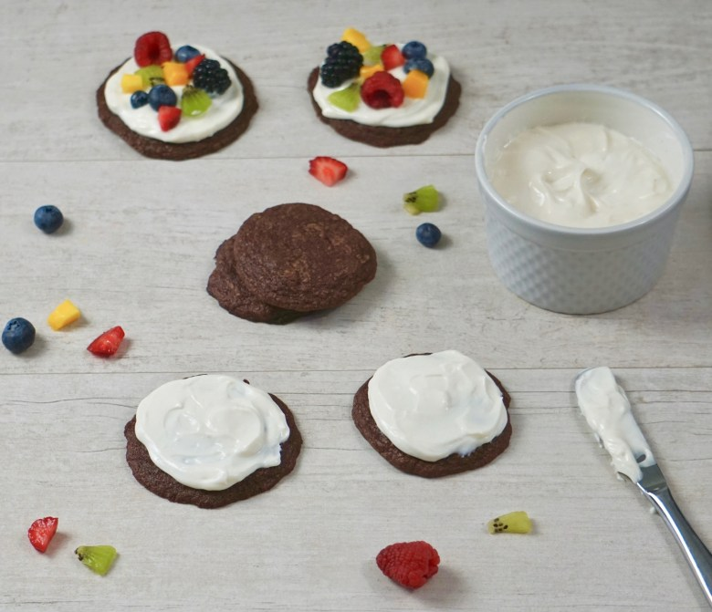 fruit pizza cookies with yogurt cream cheese frosting
