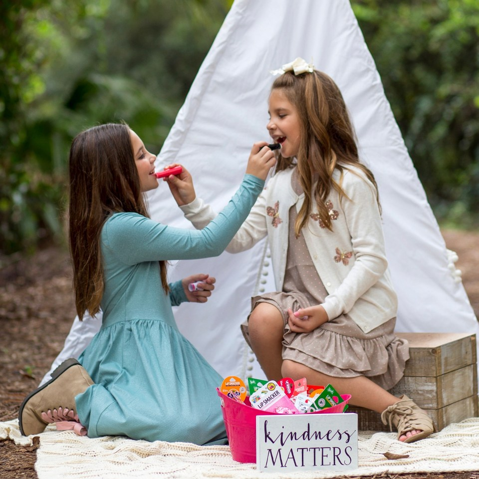 growing up glad, h&m, h&m kids, lip smacker, Lip Smackers, Lip Balm, Tween Fashion, Tween Clothes, South Florida Blogger, Giving Tuesday, 2018, best, top, Sisters, Mom Blogger, Family Blog, YouTube Kids, YouTube Kids app, YouTube channel, Family Blogger,