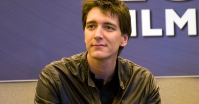 How Tall is Oliver Phelps