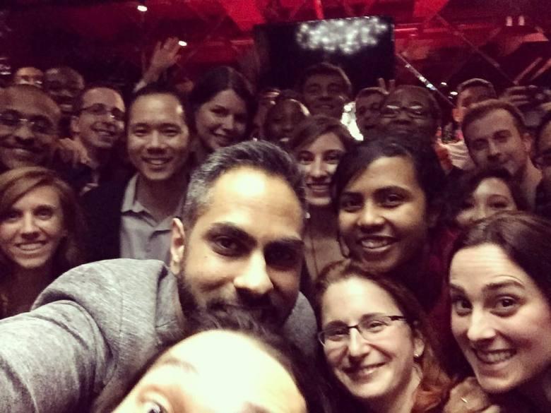 Ramit con dozzine di studenti IWT e GrowthLab