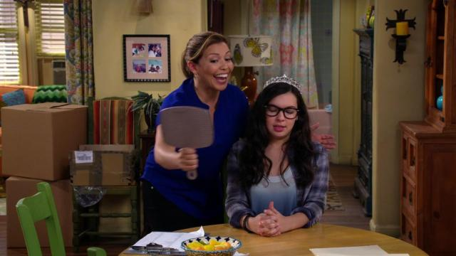 Quinces. Justina Machado and Isabella Gomez in One Day at a Time (2017)
