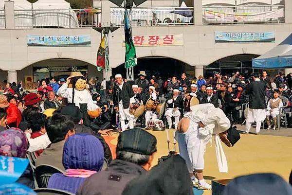 Korean theater, korean outdoor theater, traditional korean theater