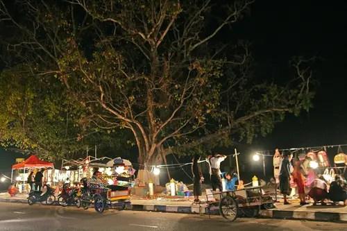walking night bazaar in vientiane laos