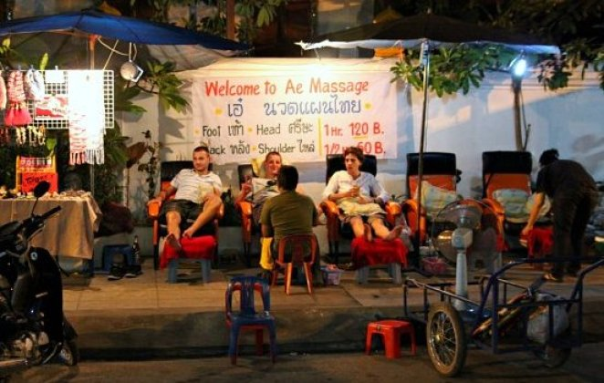 thai massages on streets in chiang mai