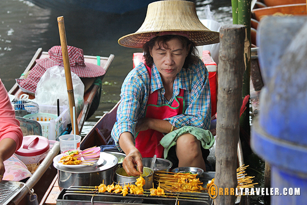 Damnoen Saduak Floating market, food in thailand