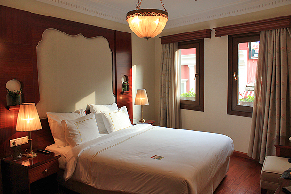 Sirkeci Mansion room, best instanbul boutique hotels, boutique hotels istanbul, flashpacker hotels istanbul