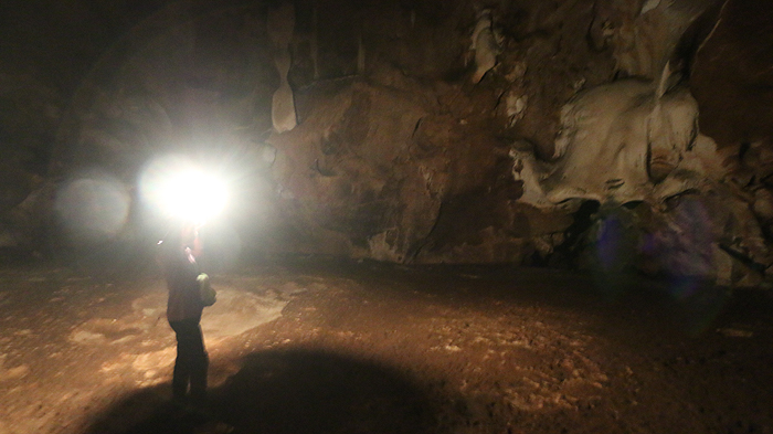 chiang dao cave with guide