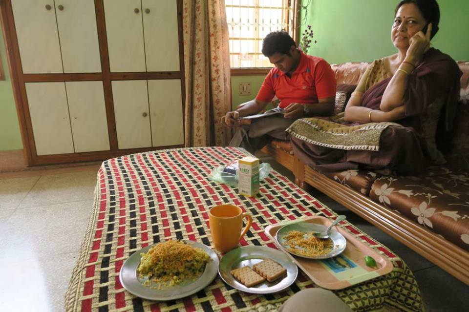 Indian Etiquette, things to know before staying with an indian family, staying with an indian family, etiquette in india