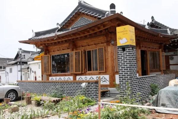 HANOK HOUSES, JEONJU HANOK HOUSE, TRADITIONAL KOREAN HOUSES