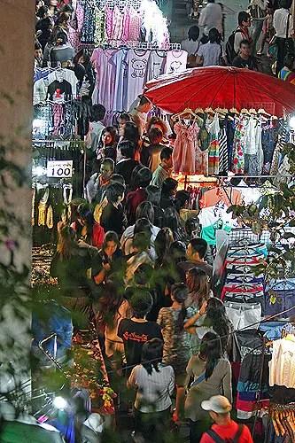 Night Sidewalk shopping bangkok