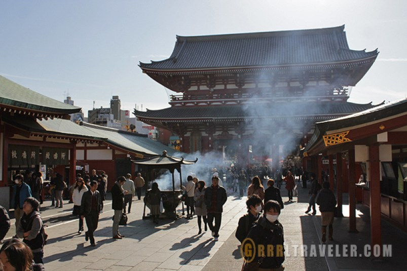 Sensoji incense cauldron, sensoji kaminarimon, asakusa travel guide, asakusa attractions, best things to do in asakusa tokho