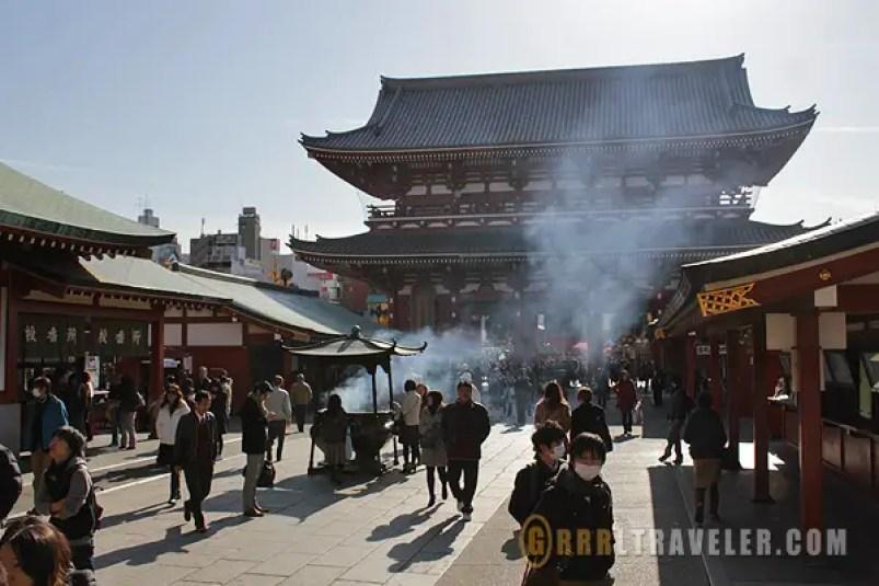 Sensoji incense cauldron, sensoji kaminarimon, asakusa travel guide, asakusa attractions, best things to do in asakusa tokho