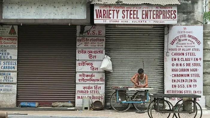 !0 Must Try Street Foods in Kolkata, Kolkata Food Guide, Kolkata travel guide, indian street foods, kolkata food walk