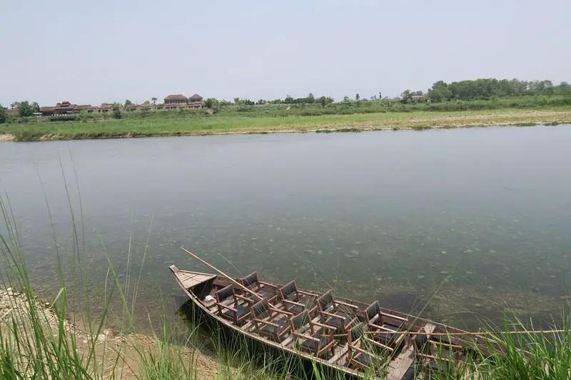 Rapti River, boat safari chitwan, meghauli serai