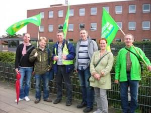 """Gerald Heere (2.v.l.) und andere Grüne beim """"Atomalarm"""" in Braunschweig-Thune (September 2013)"""