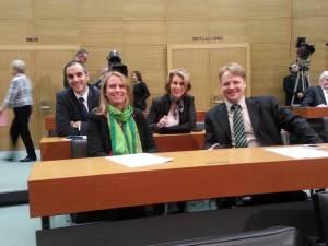 Gerald Heere (4.v.l.) im Niedersächsischen Landtag (mit Belit Nejat Onay, Maaret Westphely und Elke Twesten)