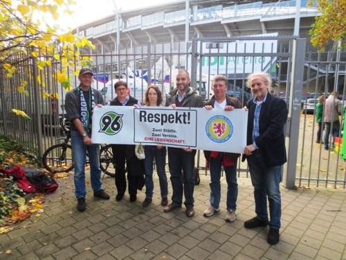 Respekt-Aktion am 26.10.2013 zum Nordderby am 08.11.2013 (vor der HDI-Arena in Hannover)