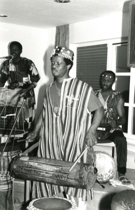 Gäste aus Afrika bei der Eröffnungsfeier 1992 im Gemeindezentrum