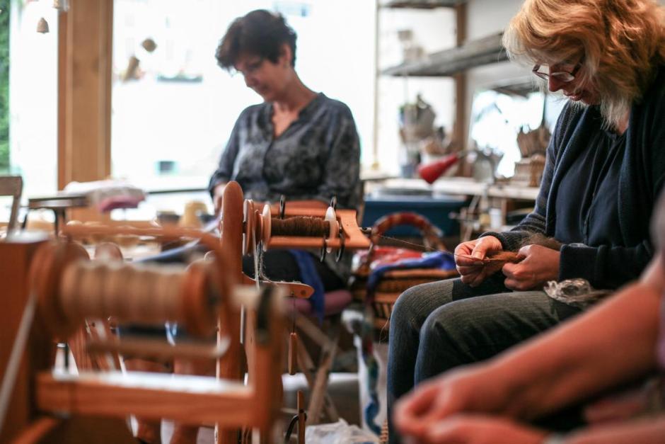 Spinntreffen in Meinerzhagen, konzentriertes Werkeln. 2016 © Foto: Stefanie Schildchen