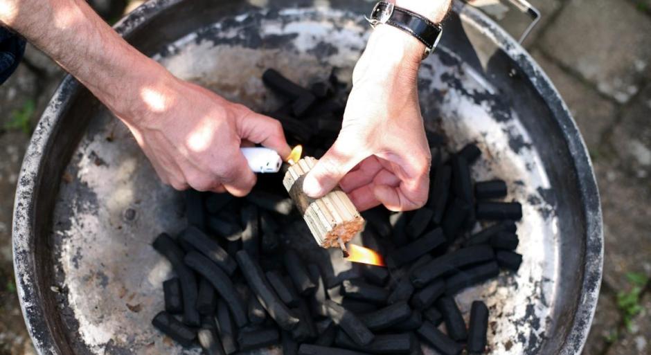 Grill-Kohle und K-Lumet-Feueranzünder, Produkte aus dem Weltladen in Meinerzhagen © 2017 Foto: Stefanie Schildchen