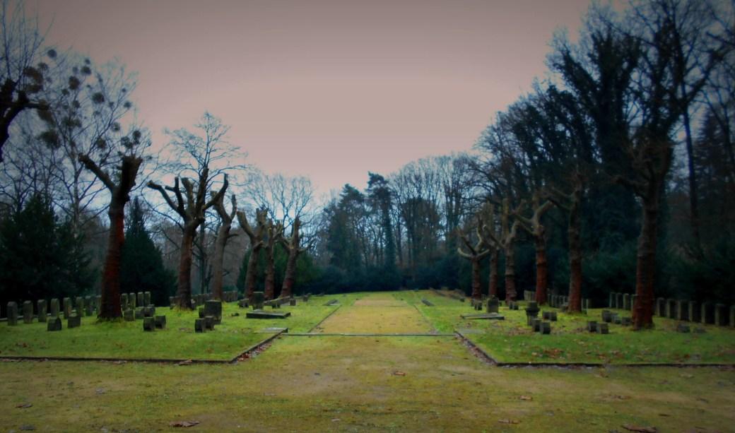 Bäume und Gräber