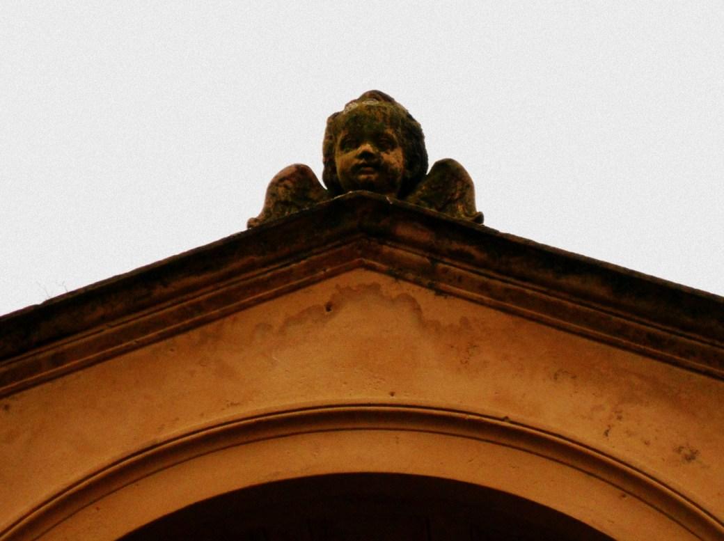Engel auf Dach