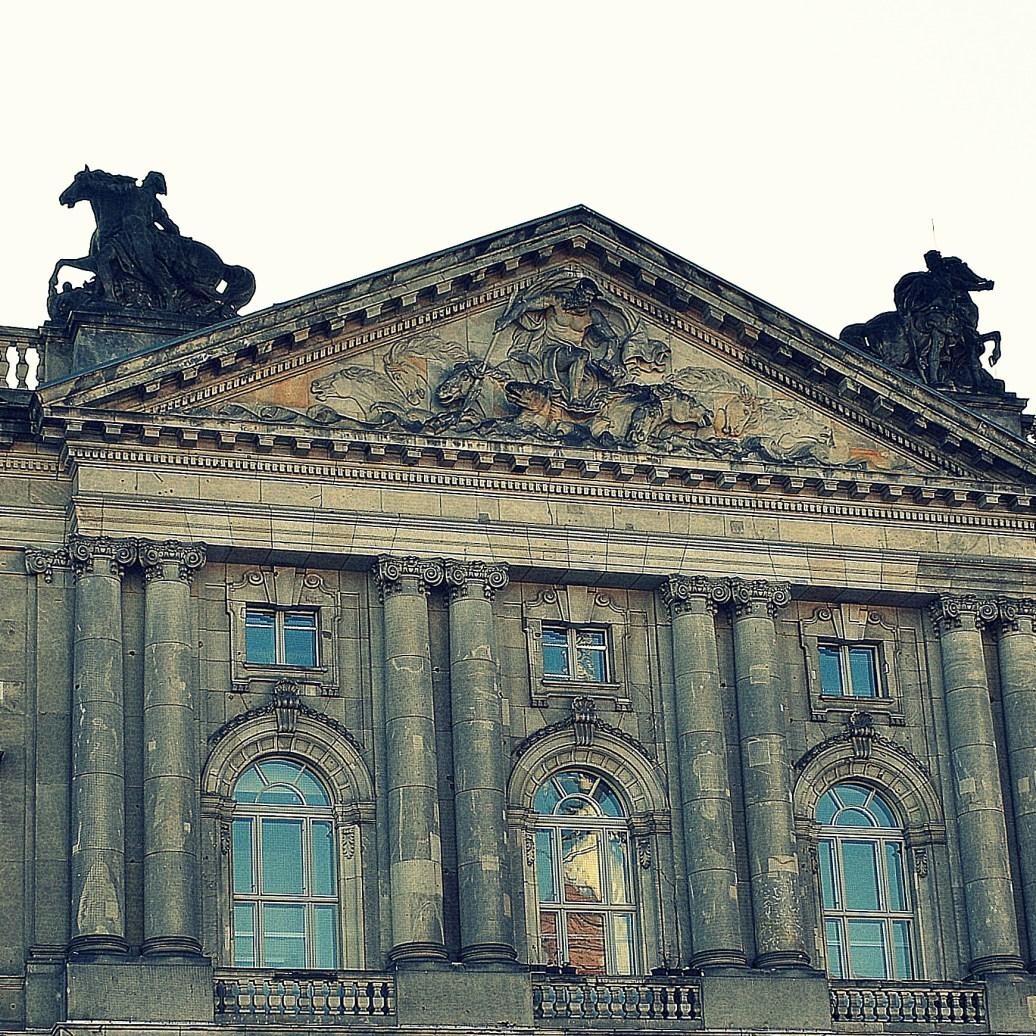 Altes Gebäude cross