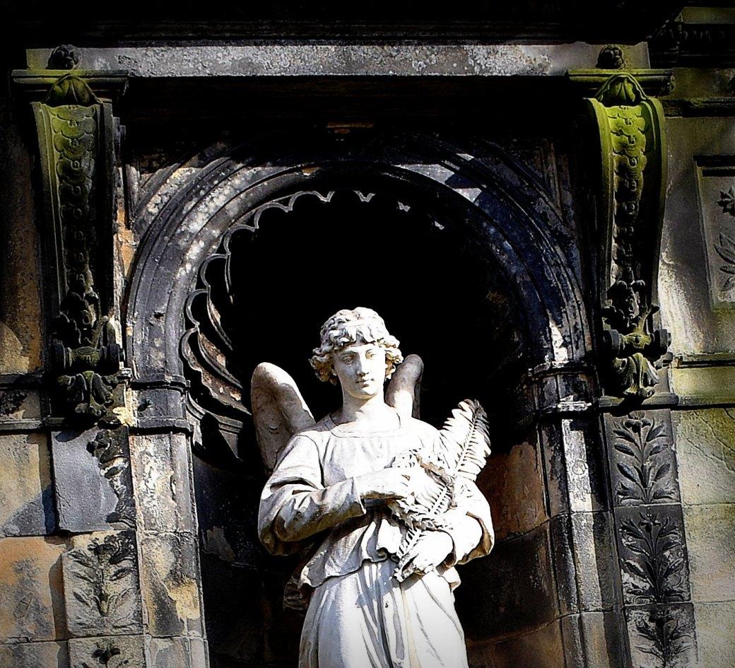 Engel unter Bogen