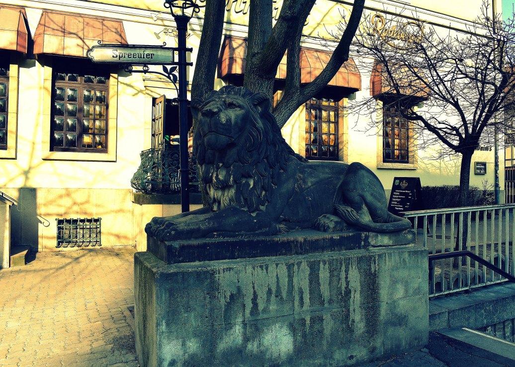 Löwe am Spreeufer