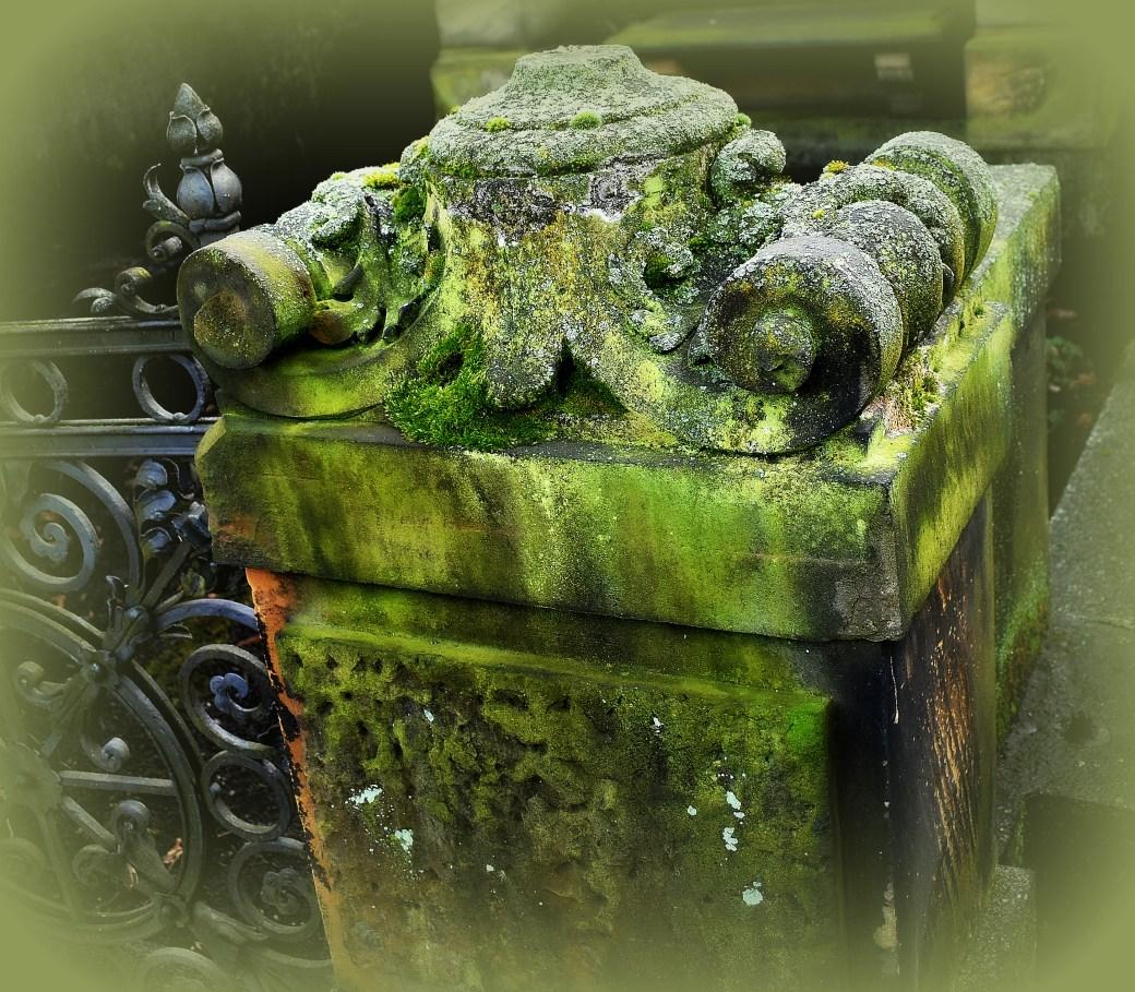 Stein mit Schmuck